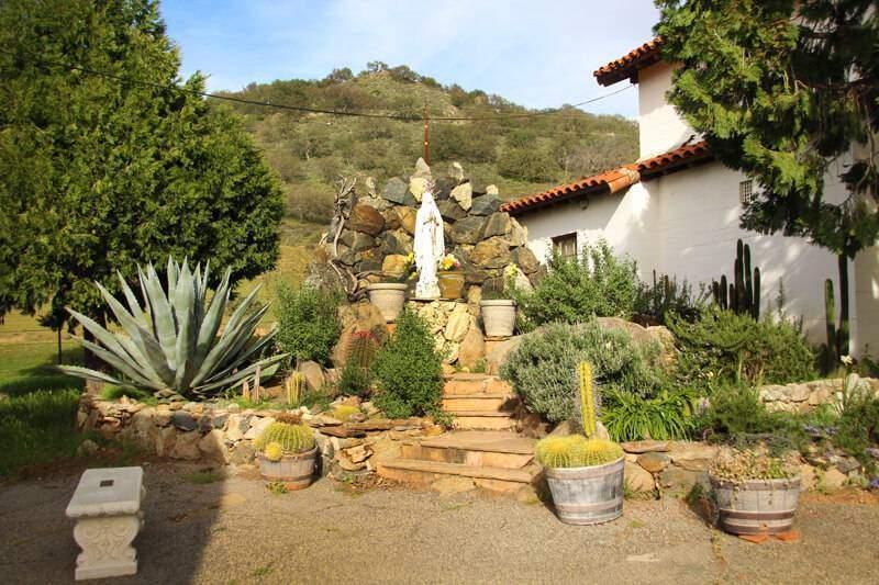 Santa Ysabel Mission & Cemetery
