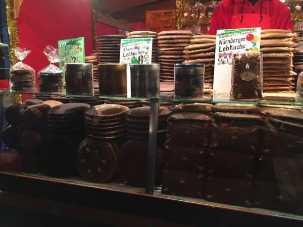Lebkuchen auf einem Stand auf dem Nürnberger Christkindlesmarkt
