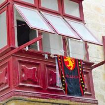 Rostroter Erker mit Valletta-Handtuch