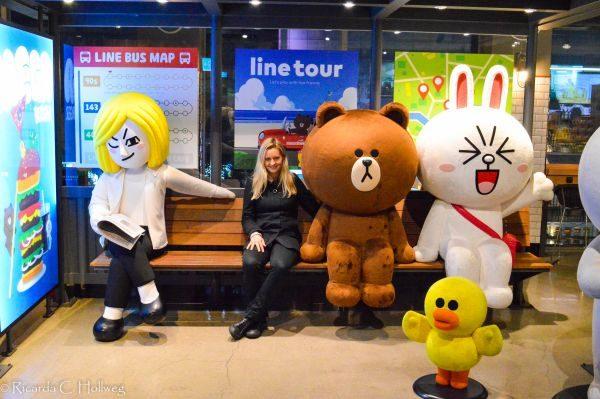 Warten auf den Bus im Line Store