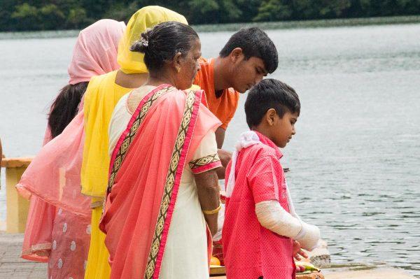 Gläubige Hindus beim Grand Bassin