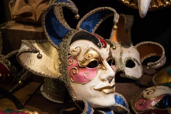 Maske von Mistero Buffo