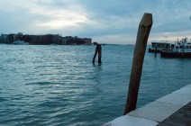 Wasser in Venedig in der Blue Hour