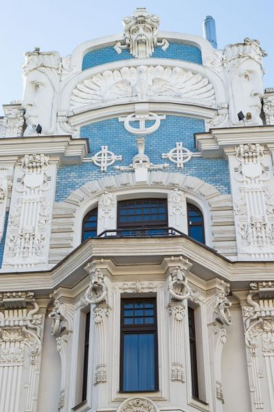 Jugendstil Fassade mit Köpfen in Riga