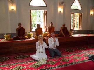 Mönche bei Hochzeit in Thailand
