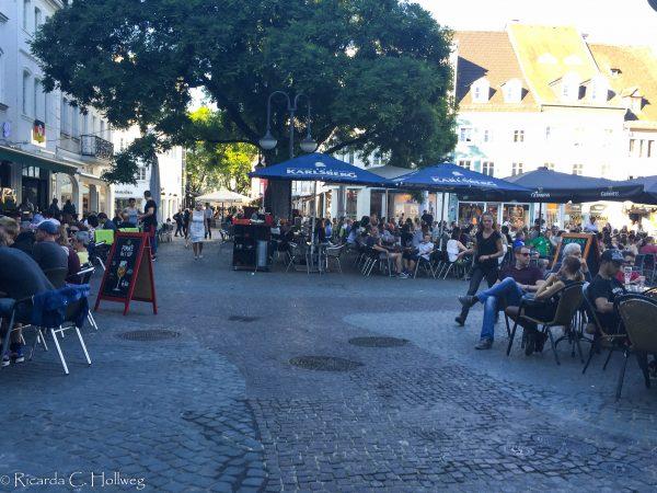 Sitting outside at the Sankt Johanner Markt