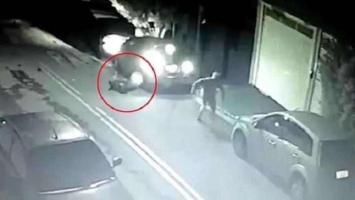 Божествена намеса? Престъпник напада пастор и в следващия миг е мъртъв (видео)