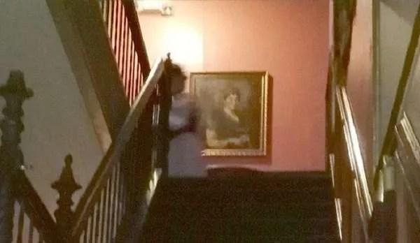Изследователи на паранормални явления са заснели Дамата в бяло в старото имение Лемп