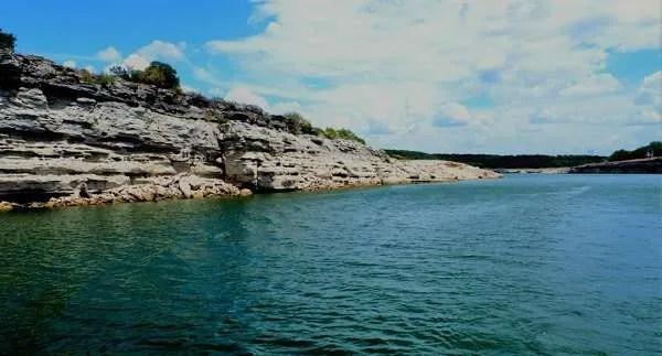 Странни създания се наблюдават на езерото Травис в Тексас