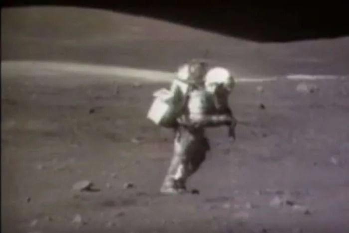 Видео на НАСА с падащи астронавти на Луната носи много смях и наука