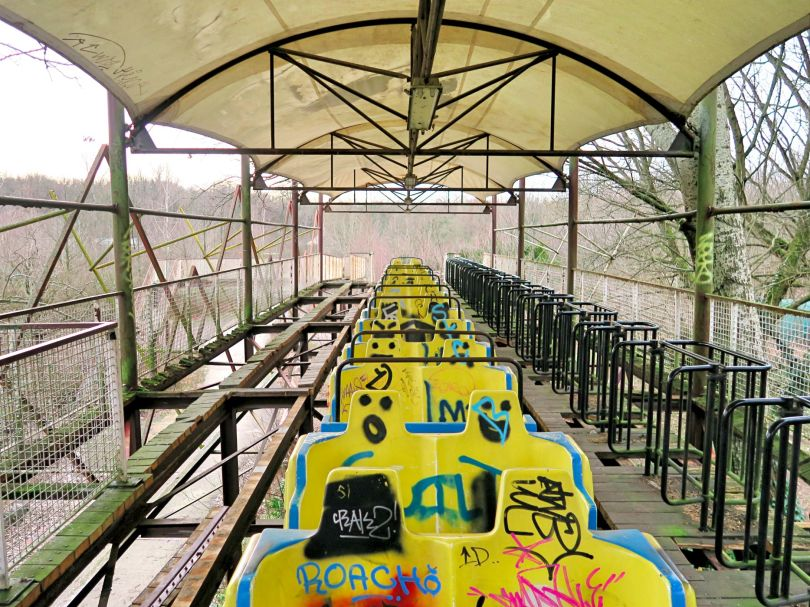 The scary and laughing faces drawn on the seats made it look quite creepy! The platform was quite unstable, too.