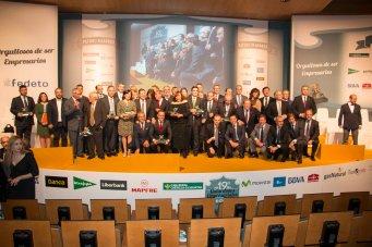 Foto de premiados, patrocinadores y autoridades.