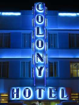 Beleuchtetes Hotel Colony