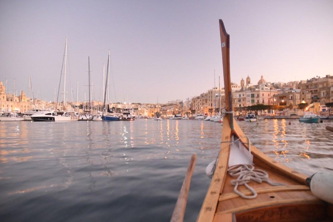 Historisches Boot in einem Hafen