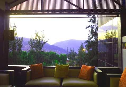Restaurant mit Blick auf Berge