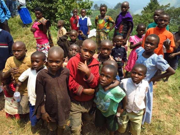 Kinder im Bwindi National Park