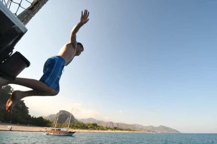 Sprung vom Boot an der Lykischen Küste in der Türkei