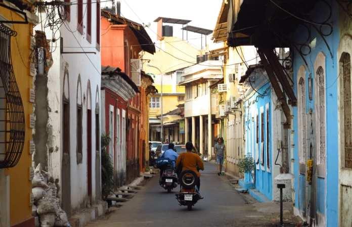 Gasse in Fontinhas in Panjim in Indien