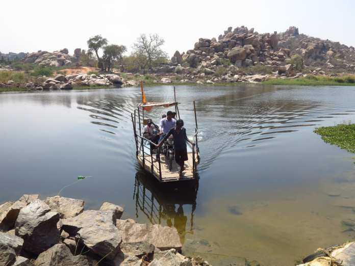 Fähre in Hampi in Indien