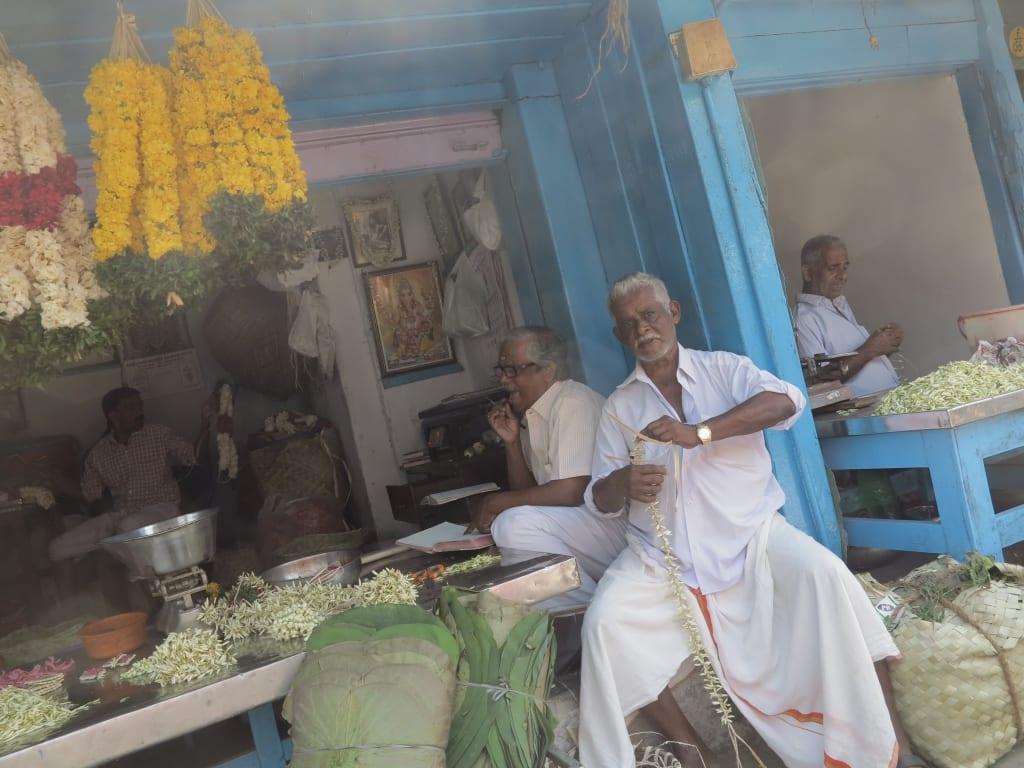 Blumenkranzflechter in Trivandrum