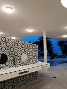 Stylische Open Air Sanitäranlagen