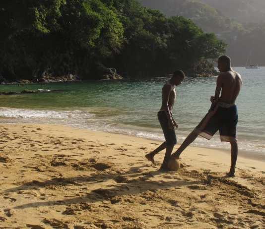 Fußball-am-Strand-Tobago