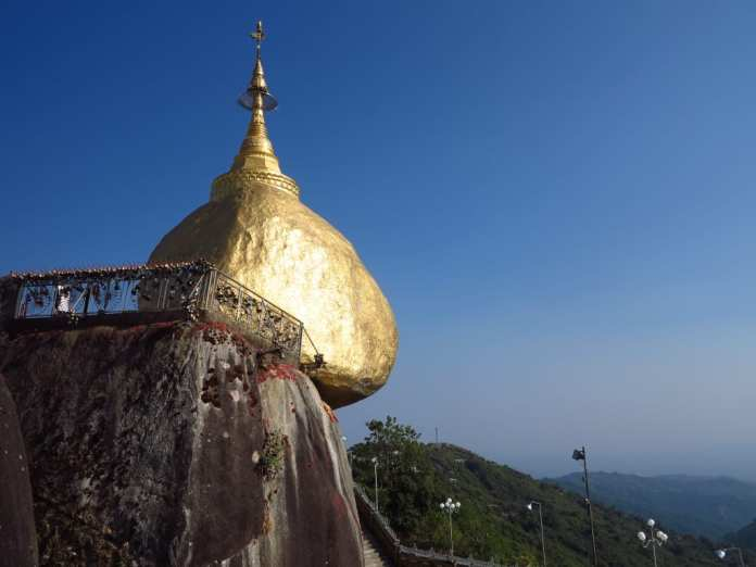 Goldener Felsen in Myanmar