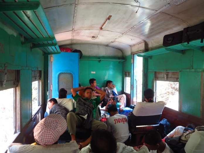 Zugfahren in Myanmar
