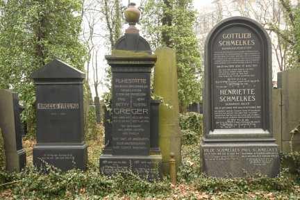 Grabsteine auf dem Neuen Jüdischen Friedhof in Prag