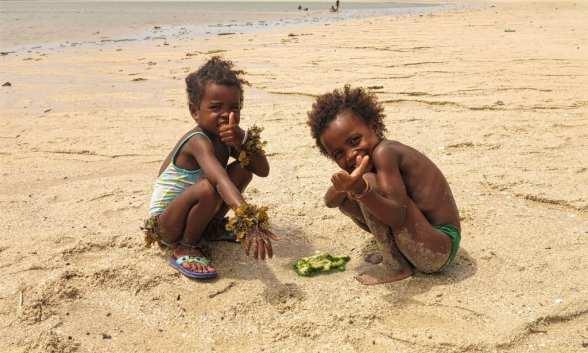 Kinder am Strand von Ifaty
