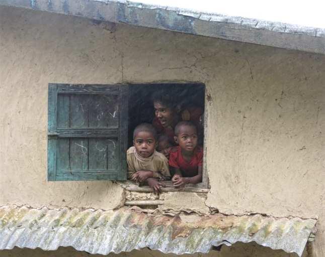 Madagaskar: Menschen im Regen