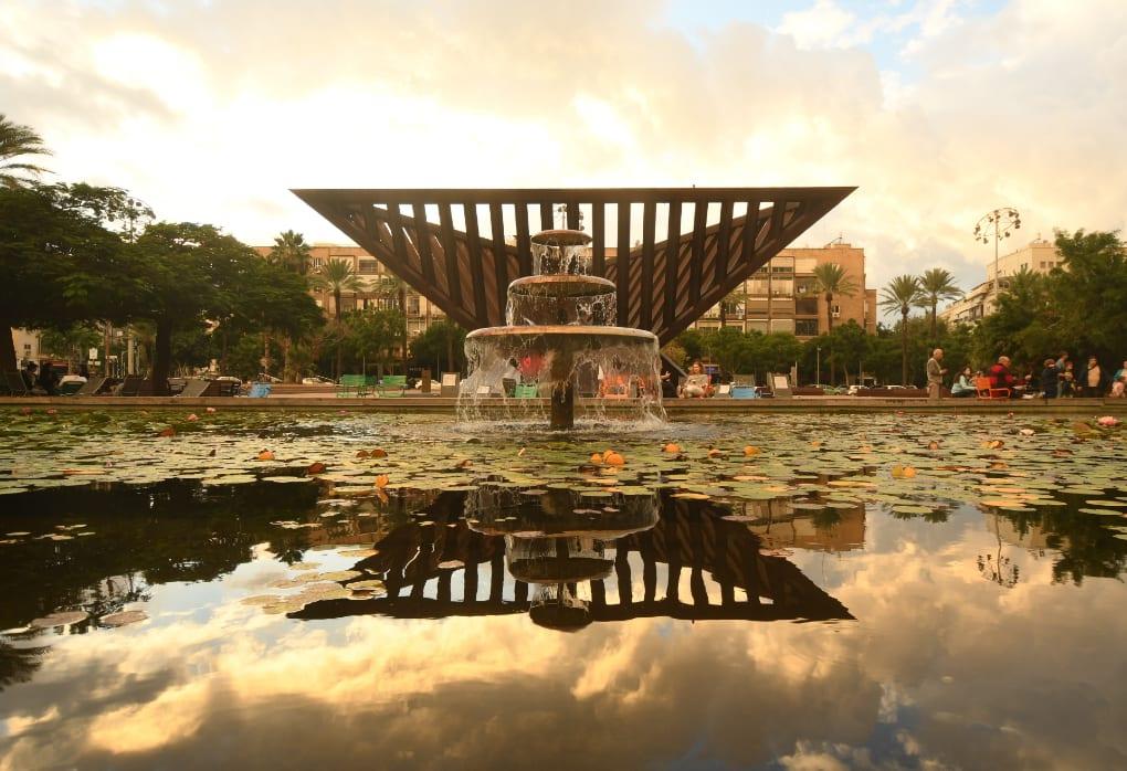 Holocaust-Mahnmal am Rabin Square in Tel Aviv