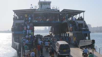 Daressalam: Fähre zum South Beach