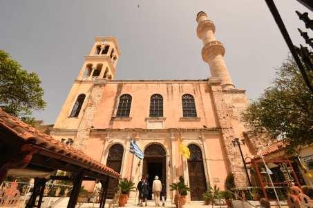 Kirche mit Minarett und Kirchturm in Chaniá auf Kreta