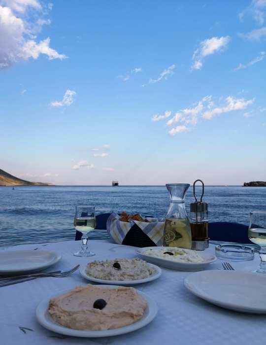 Mezedes in Loutra auf Kreta