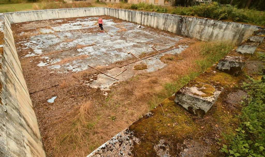 Verwahrloster Swimmingpool in Tschechien