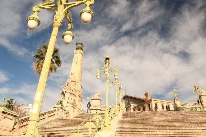 Treppen mit Statuen