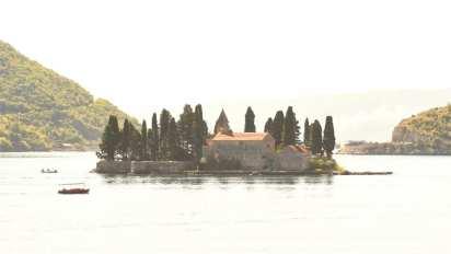 Insel in einem Gewässer