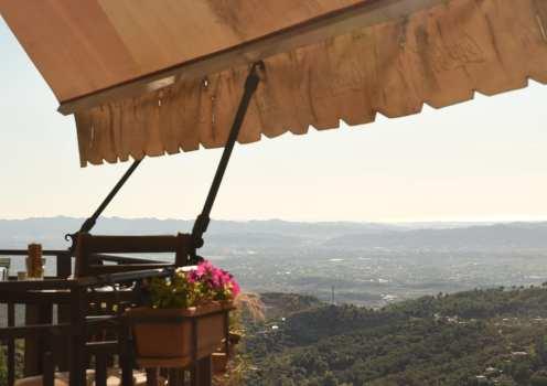 Balkon mit Ausblick auf Landschaft