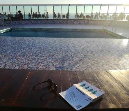 Leerer Pool auf Deck eines Schiffs