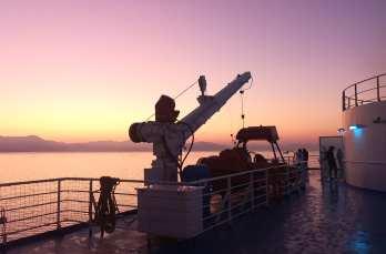 Sonnenaufgang von Deck eines Schiffes fotografiert