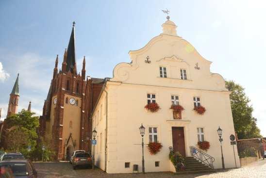Kirche und schönes historisches Haus