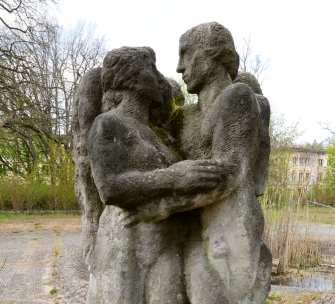 Graue düstere Skulpturen