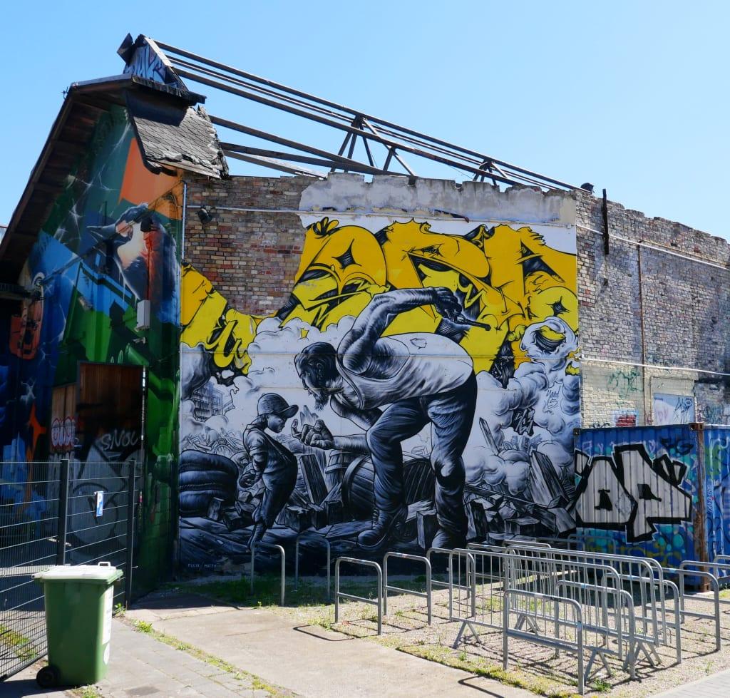 Mural an einer Ruine ohne Dach