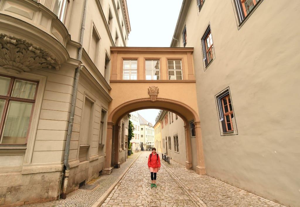 Häuserbrücke einer historischen Altstadt