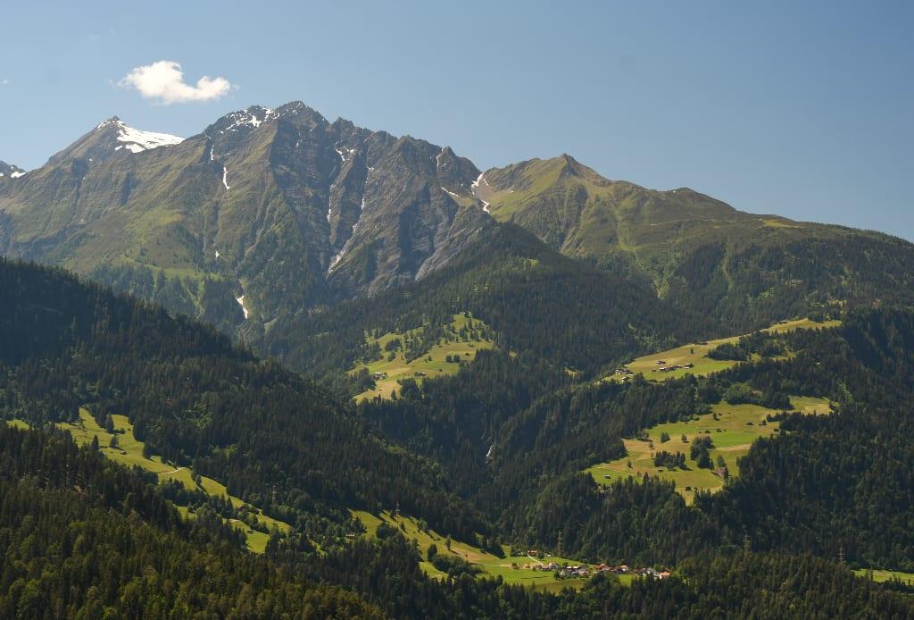 Berglandschaft mit Dörfern