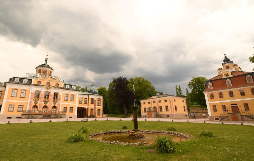 Schönes Schloss mit Brunnen