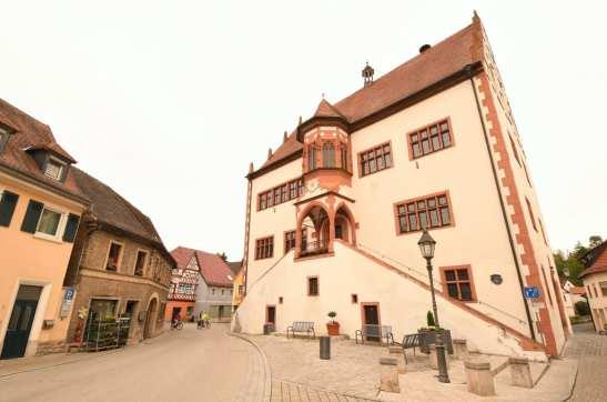Schönes historisches Gebäude mit Türmchen