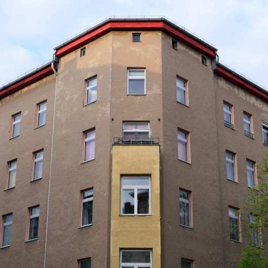Eckfassade eines Altbaus ohne Stuck