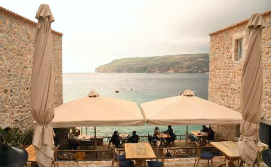 Restaurantterrasse am Meer